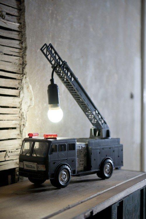 Lámparas hechas con juguetes