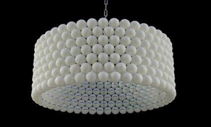 Lámpara hecha con pelotas