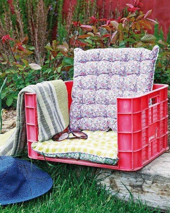 caja de plastico convertida en asiento