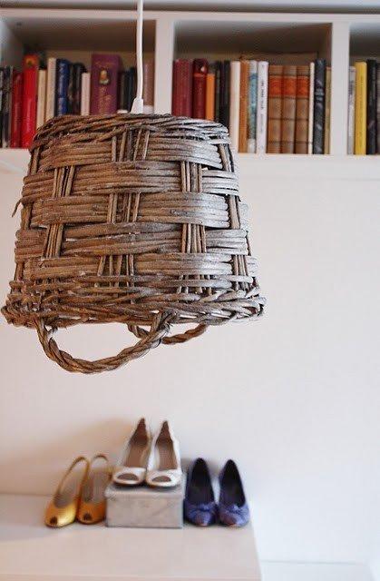 Lámpara hecha con un cesto