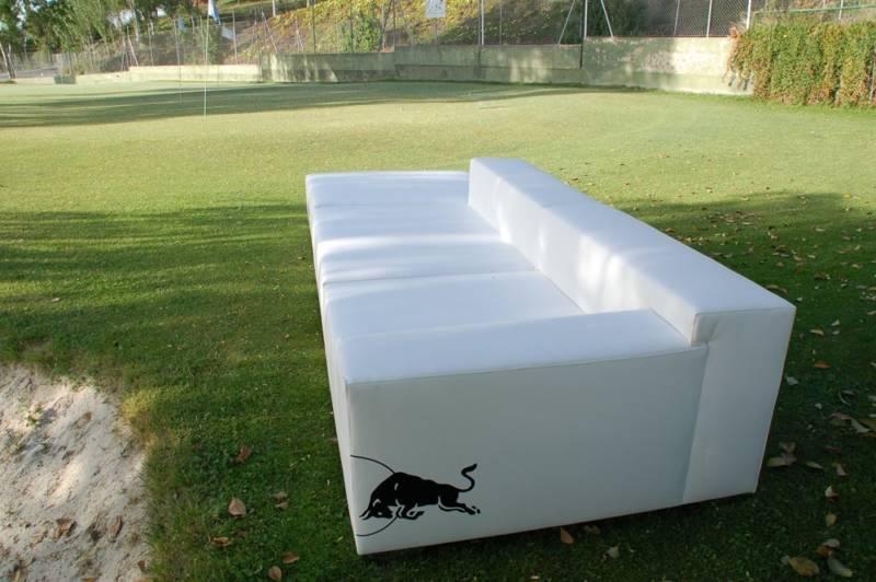 Muebles de Fiaka Ambient personalizados para Red Bull.