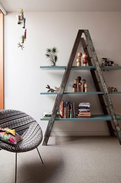 decoración con escaleras de mano recicladas
