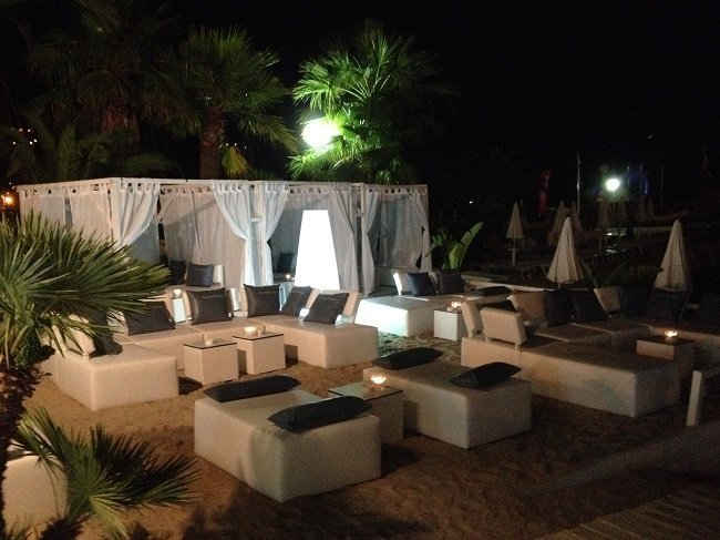 Decoraci n personalizada de la terraza chill out de 39 les sablettes beach 39 - Terraza chill out ...