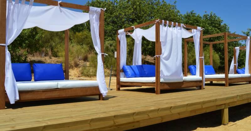 Camas balinesas con dosel reinas del verano for Cama balinesa