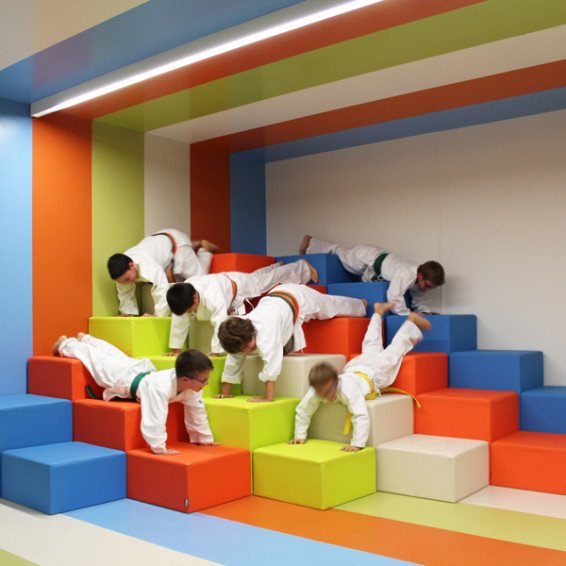 Gimnasio con zona relax - Decoracion de gimnasios ...
