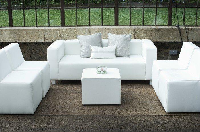 Decora con blanco ilumina tu hogar for Muebles exterior tela nautica