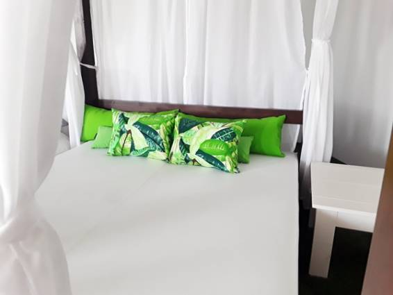 Balinesa con cojines amazonas