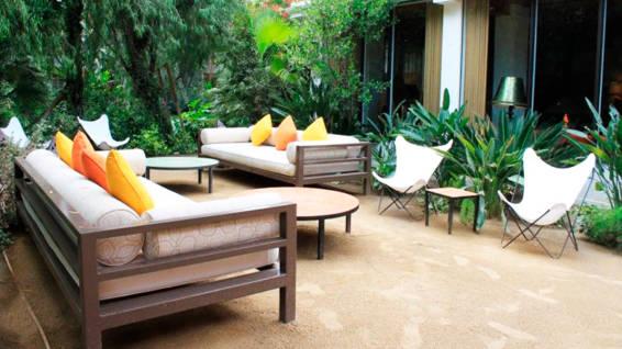 Mobiliario de Terraza con Elementos de Hierro