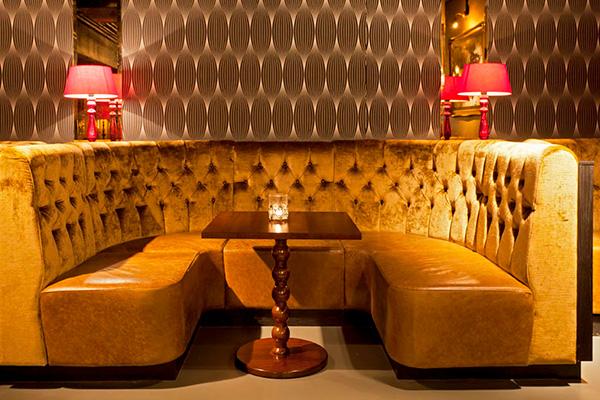 Muebles de color dorado
