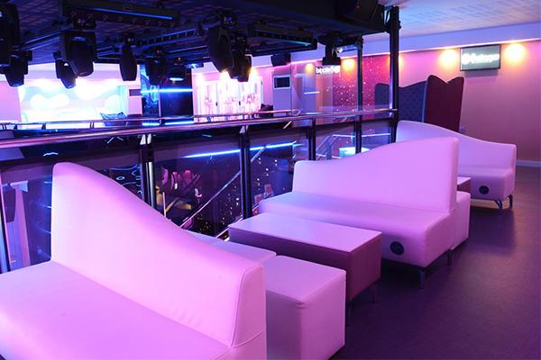 elegir-muebles-para-pub-o-discoteca