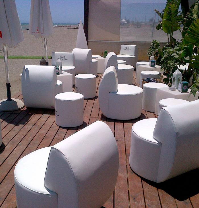 Bahía de tanit, sillas, puff y mesas
