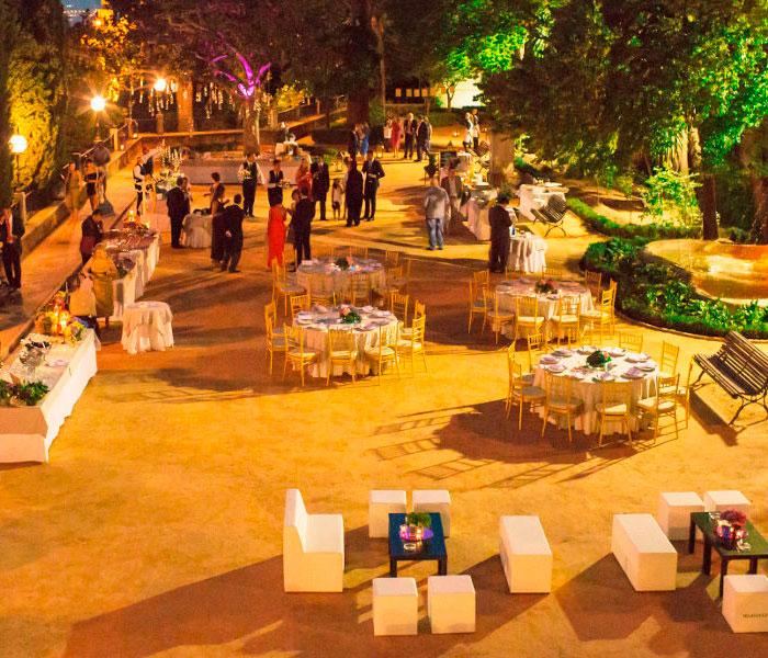 Catering Velázquez, terraza por la noche