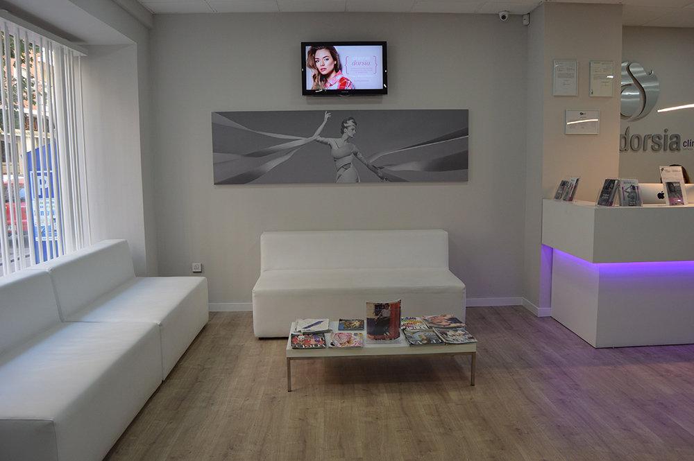 Dorsia, sala con sofás