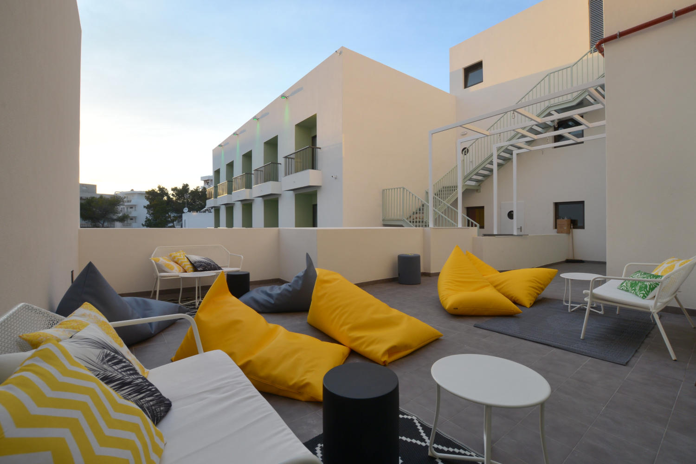 Hostal Amistat Beach, terraza primer piso