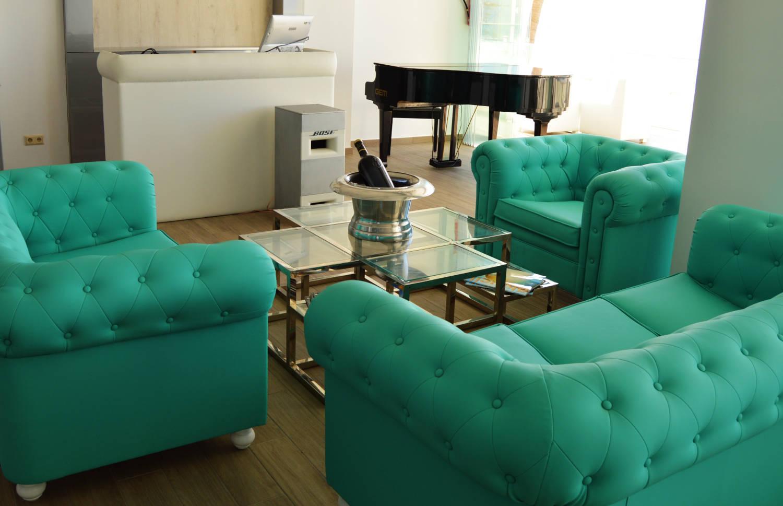 Max Beach, sofas