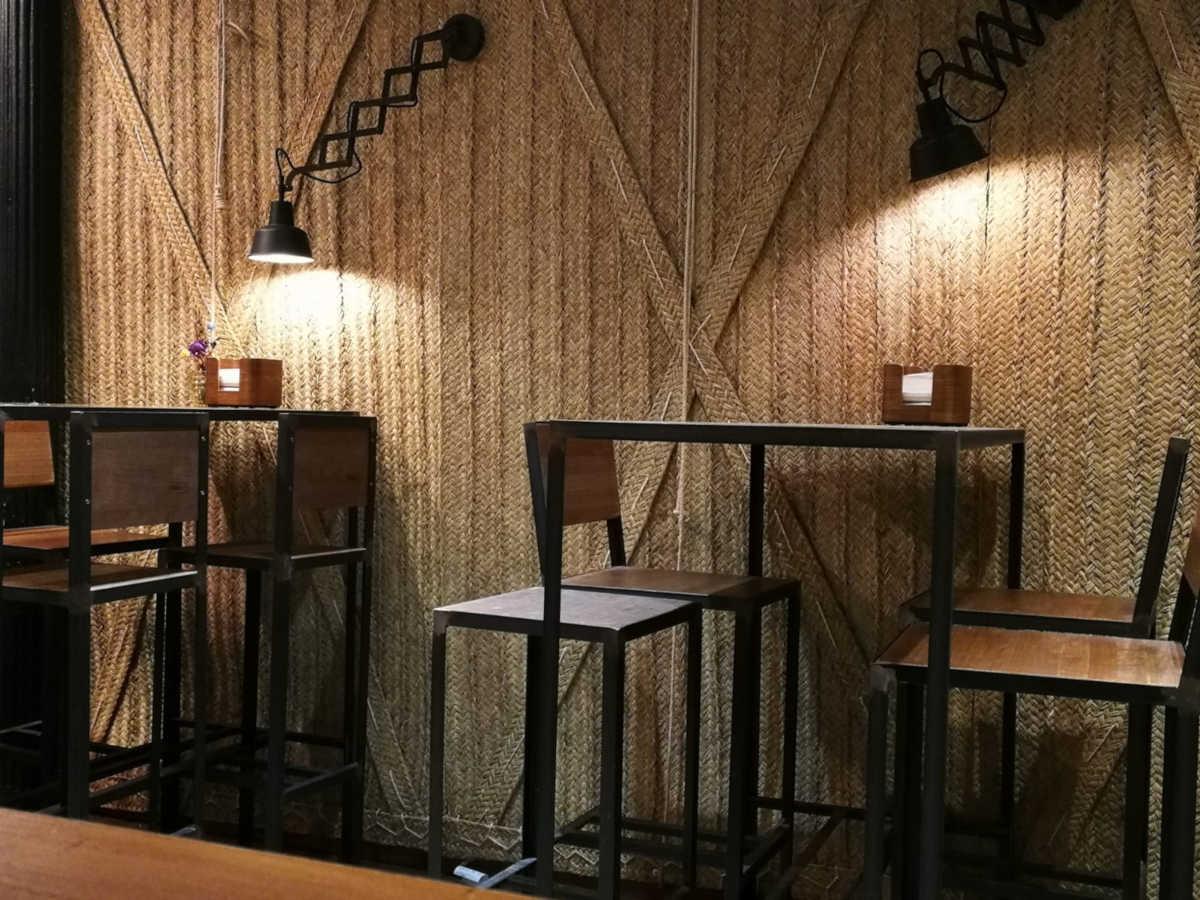 Conjunto industrial, mesa y sillas