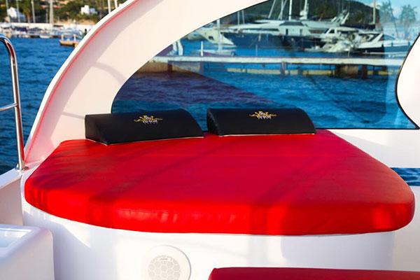 Cama VIP Boat